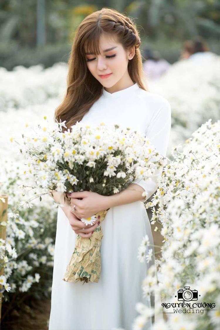 Thậm chí họ còn ví vẻ đẹp của Linh với các hot girl đình đám khác.
