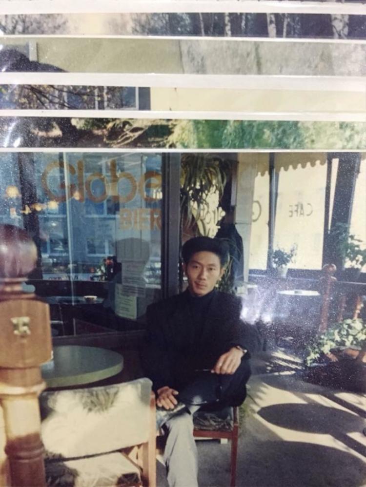 Chưa ngày mưa nào MXH hot đến như thế: Được dịp ngắm ông bố điển trai, thần thái như tài tử Hồng Kông thập niên 90s
