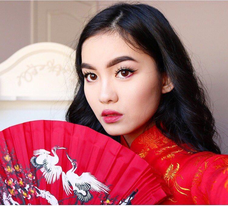 Jessica Vũ tên tiếng Việt là Trinh, sinh ngày 26/8/1999 tại Florida, Mỹ.