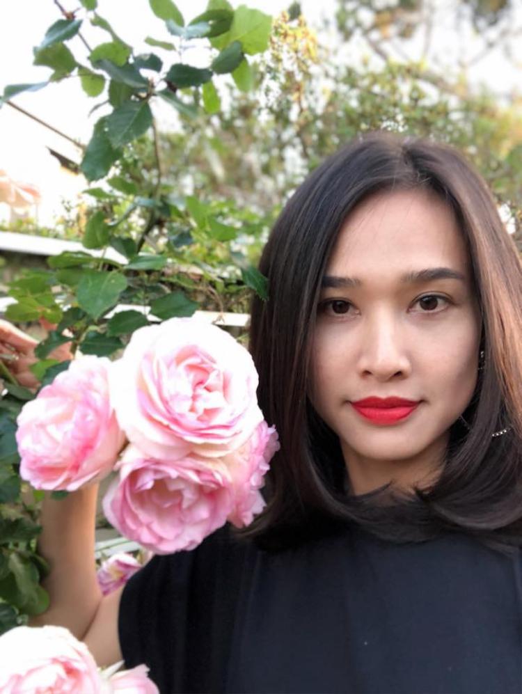 Được biết, đây là những bông hoa hồng trong khu vườn bên Mỹ của bạn gái Bằng Kiều.