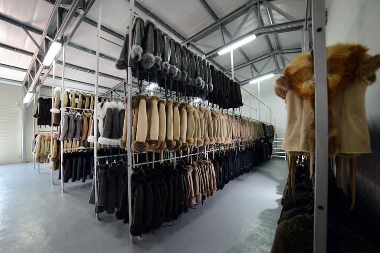 Các doanh nghiệp đã lợi dụng kẻ hở trong chính sách quản lý để kê khai gian lận thông tin về sản phẩm thời trang lông thú.