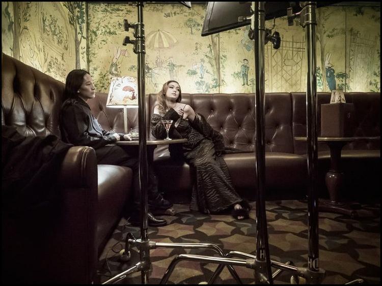 Bản tin làng mốt thế giới: Gigi Hadid trải lòng về sự thành công và nỗi cô đơn