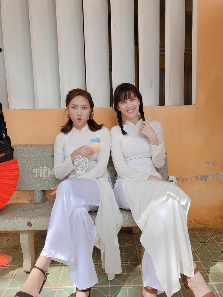 """Ngọc Trinh là một trong những sao Việt diện kiểu tóc mái ngố thành công nhất. Kiểu tóc ngố giúp mỹ nhân """"vòng eo 56"""" hóa trẻ trung một cách kì lạ."""