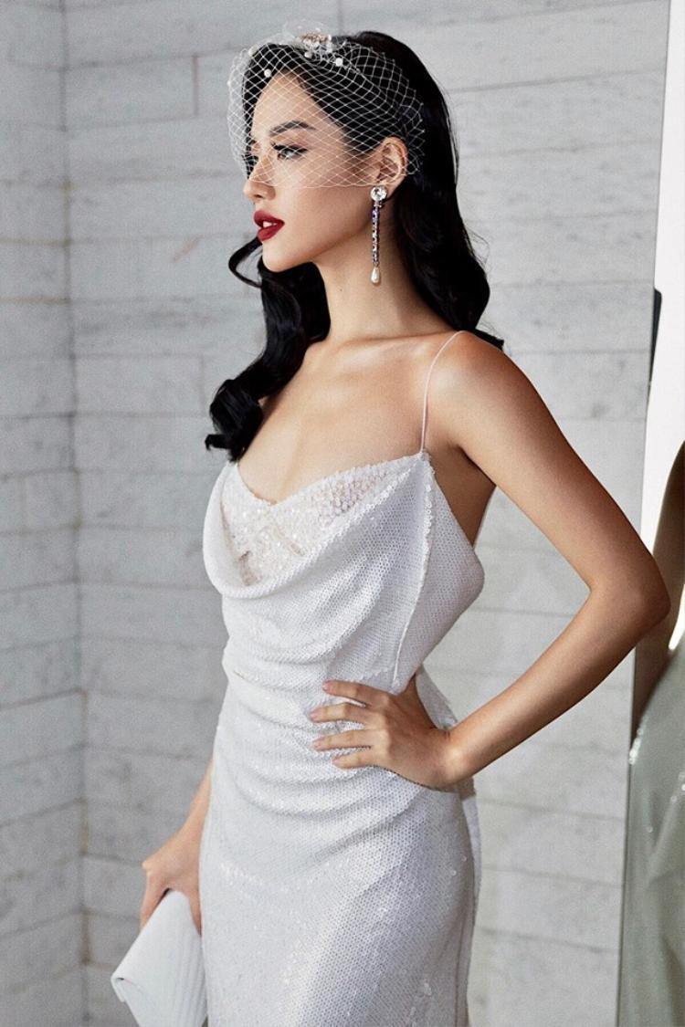 Nhờ can thiệp dao kéo, Khánh Linh sở hữu gương mặt hoàn hảo từng centimet.