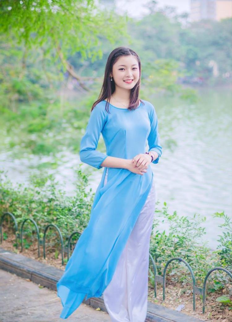Thu Huyền rất thích diện trang phục áo dài truyền thống