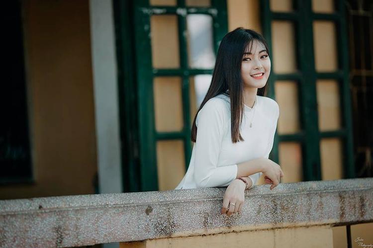 Cô cho biết trang phục áo dài giúp tôn lên những nét đằm thắm, quyến rũ nhất của người con gái Việt, khiến cô tự tin nhất.