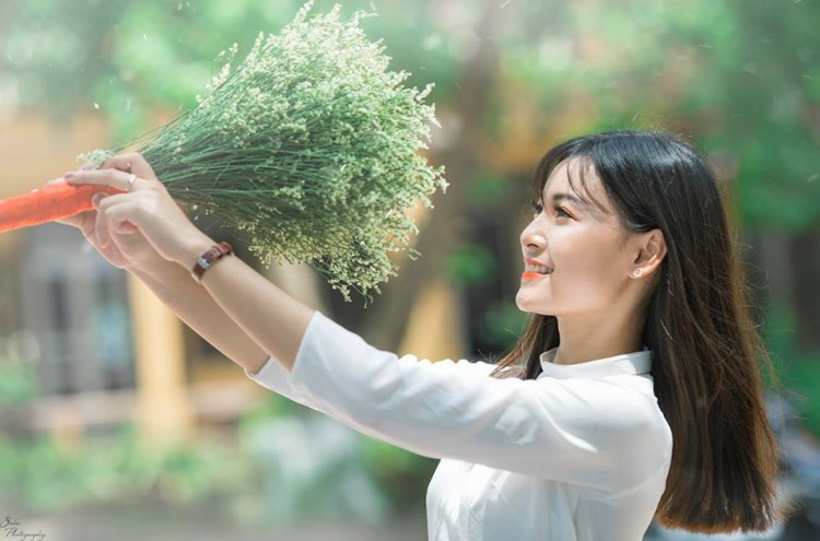 Ngẩn ngơ trước vẻ đẹp trong veo như nắng mai của nữ sinh hoa khôi Hà Nội