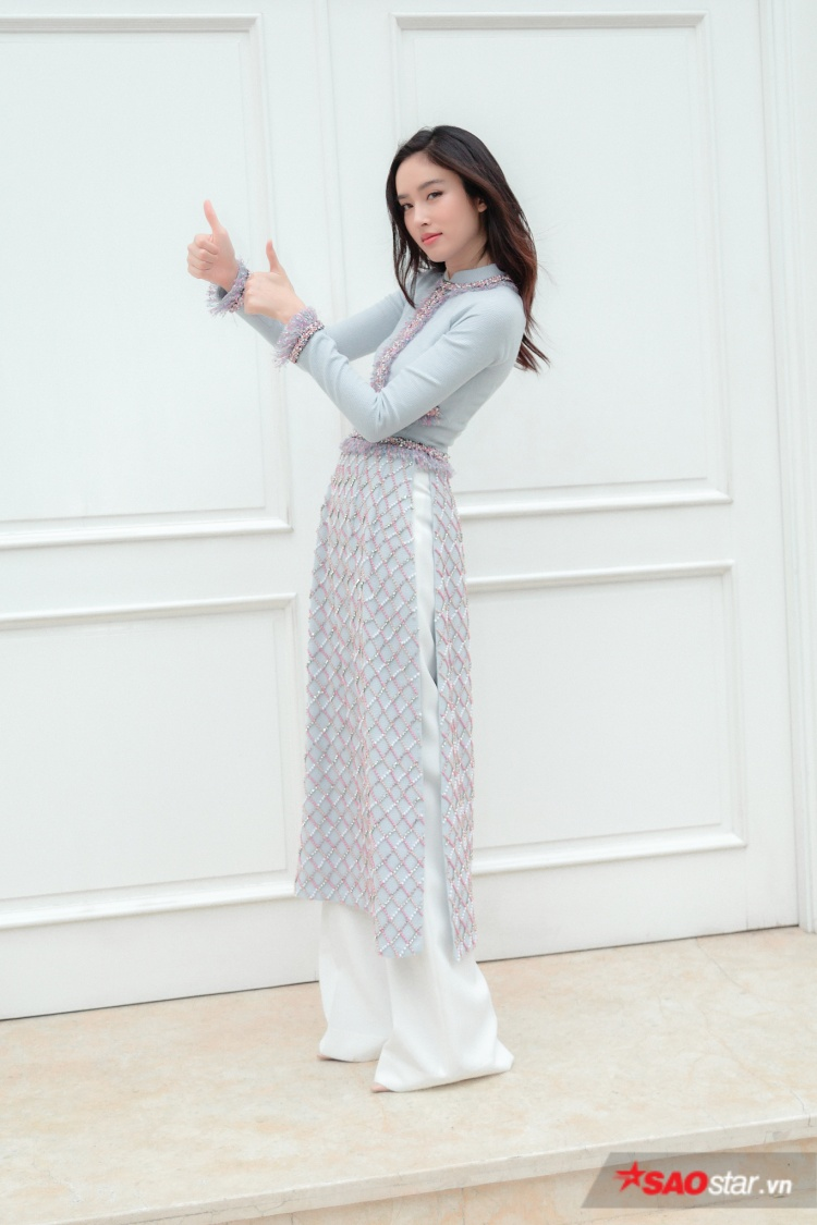 Nong Poy chia sẻ cô rất thích trang phục truyền thống của Việt Nam, vì tà áo dài khi mặc lên người vô cùng tôn dáng, đặc biệt là khoe khéo 3 vòng nhưng vô cùng kín đáo lại không phô phang.