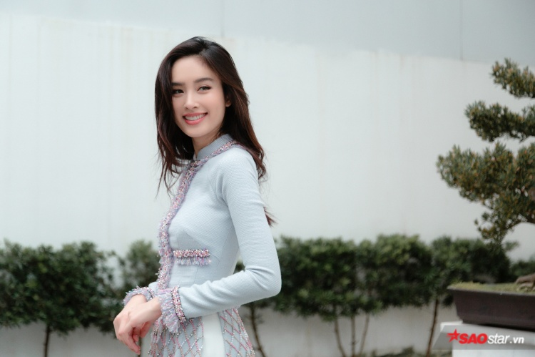 Dù nổi tiếng là một ngôi sao chuyển giới, nhưng không ngờ Nong Poy lại có thể dễ dàng chinh phục trang phục thuần Việt này.