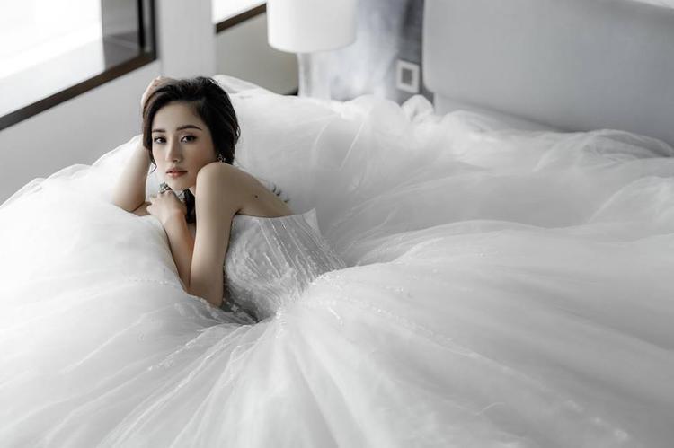 Hóa nàng mây với váy xòe bồng bềnh… tạo sự bay bổng, lãng mạn cho cô dâu