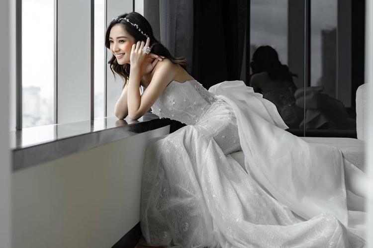 Jun Vũ gây thương nhớ khi hóa cô dâu đẹp hút hồn, mong manh như sương mai