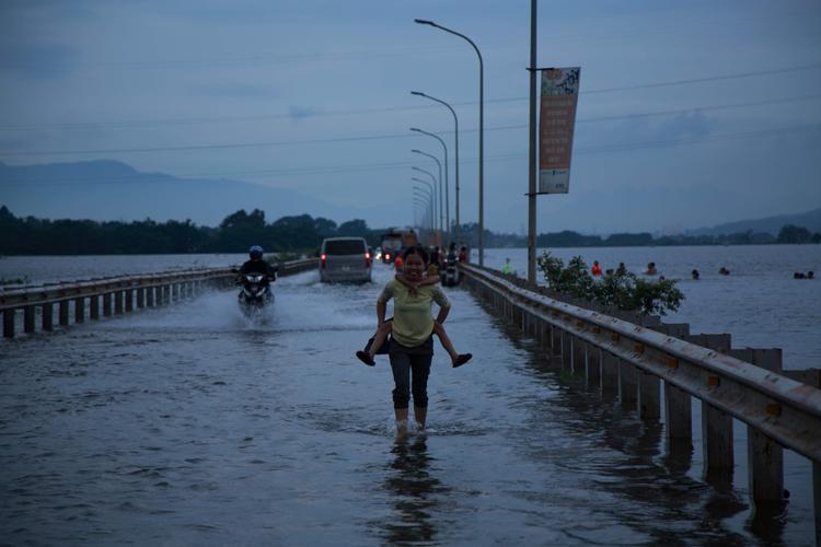Những con đường ngập nước.