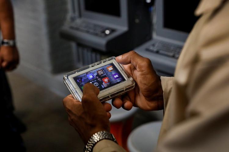 Máy tính bảng JPay giúp tù nhân liên lạc được với người thân.