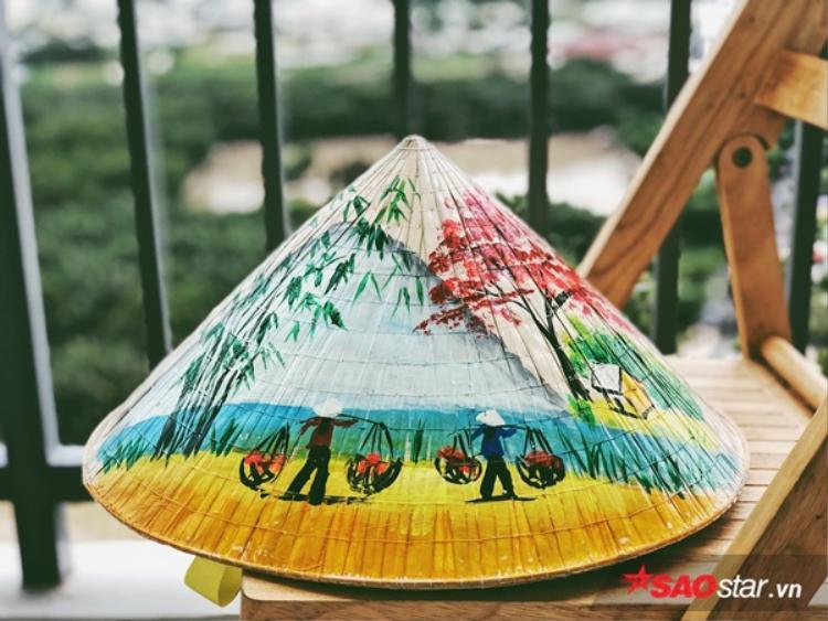 Những chiếc nón lá được các fan chuẩn bị để trao tận tay Jiyeon.