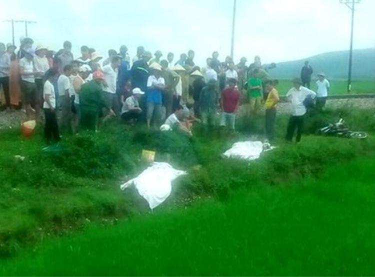 2 vợ chồng tử vong thương tâm khi va chạm với tàu hỏa. Ảnh: Dân Trí.