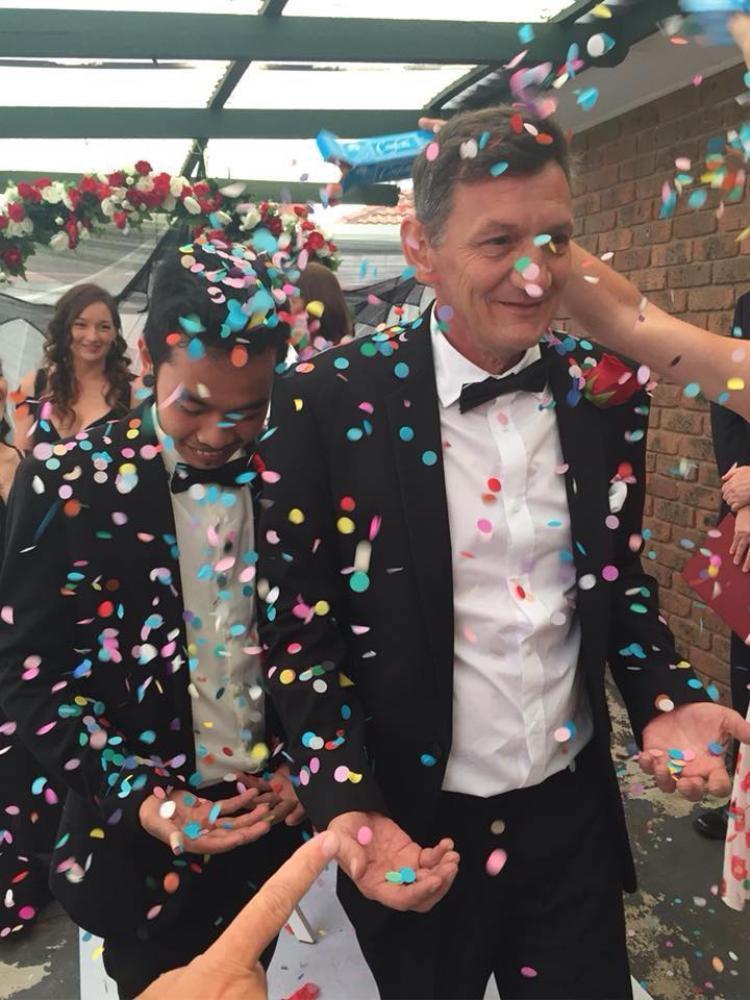 Hạnh phúc khó tin của cặp đôi đồng tính nam từng bị dèm pha, dè bỉu vì lệch nhau gần 30 tuổi