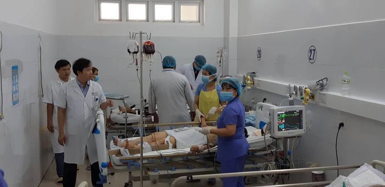 Các nạn nhân bị thương đang được cấp cứu tại BV Đà Nẵng. Ảnh: Vietnamnet.
