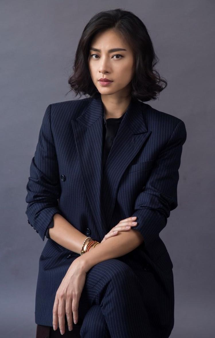 Là một ngôi sao thường xuyên hợp tác cùng nghệ sĩ quốc tế nên khả năng ngoại ngữ của nữ diễn viên cũng vì thế mà ngày một nâng tầm.
