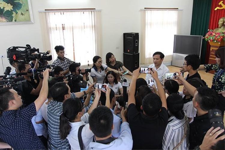 Họp báo xác minh gian lận điểm thi ở Sơn La. Ảnh: SGGP