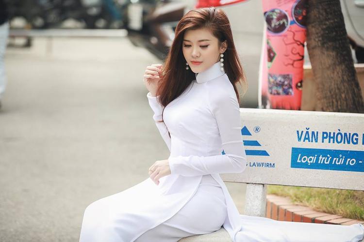 Bạch Huyền Trang từng là hot girl nổi tiếng đình đám của trường Đại học Luật Hà Nội.