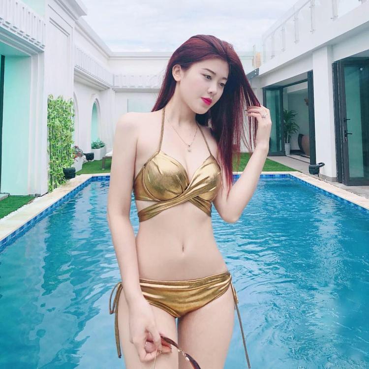 Thân hình quyến rũ, làn da trắng sứ của Huyền Trang