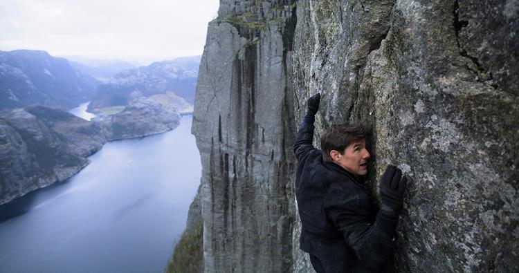Tom Cruise và Henry Cavill giúp Mission Impossible: Fallout vươn lên dẫn đầu doanh thu Bắc Mỹ