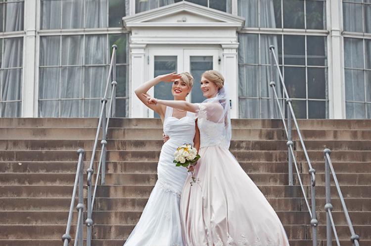 Cặp đôi đồng tính nữ vốn là cosplayer nổi tiếng khiến mọi người trố mắt vì đám cưới như cổ tích
