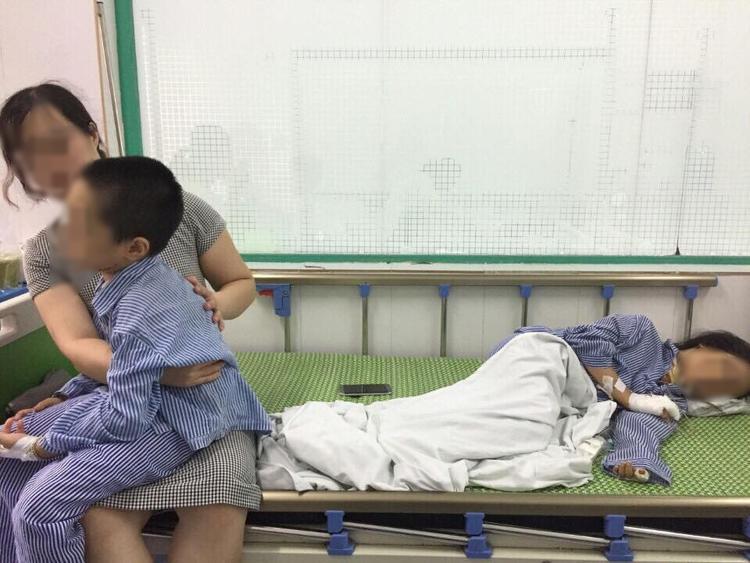 Hai cháu Q. và L. được điều trị tại Bệnh viện.