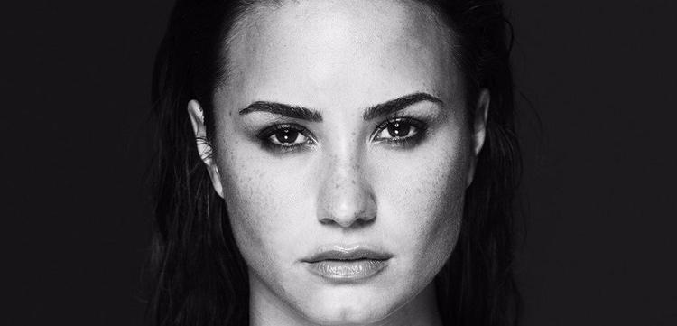 Khó ai ngờ được, người luôn bên cạnh Demi Lovato giữa những ngày khó khăn chính là