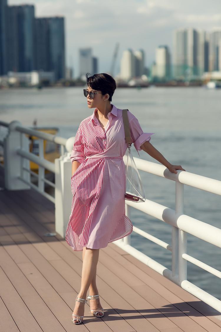 Chị đại The Voice khá yêu thích những mẫu váy sơ mi, bởi lẽ ngoài việc phù hợp với tính cách phóng khoáng của bản thân, thì váy sơ mi còn giúp Thu Phương trẻ trung hơn và hiếm khi lỗi thời.