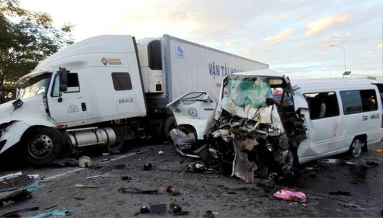 Hiện trường vụ tai nạn thảm khốc