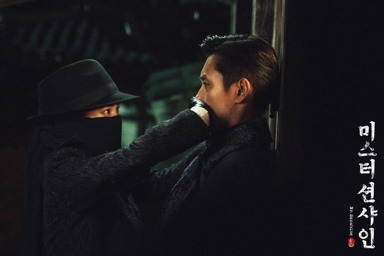 """Kim Tae Ri và Lee Byung Hun của """"Mr.Sunshine""""."""