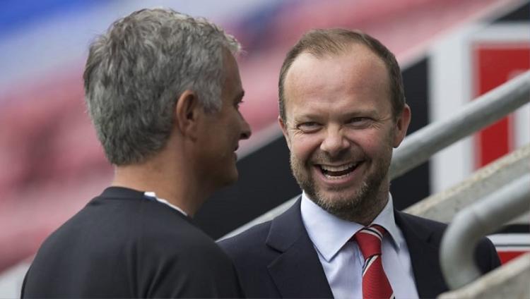Mourinho xung đột với Phó chủ tịch Ed Woodward. Ảnh: 90min.