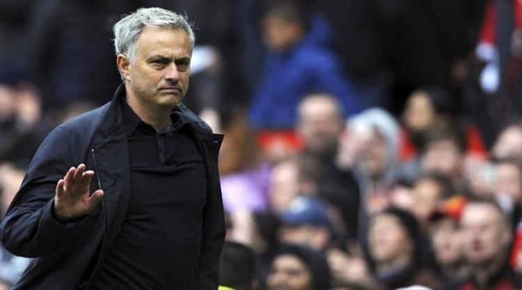 Mourinho khó tại vị vào mùa giải thứ ba. Ảnh: Express.