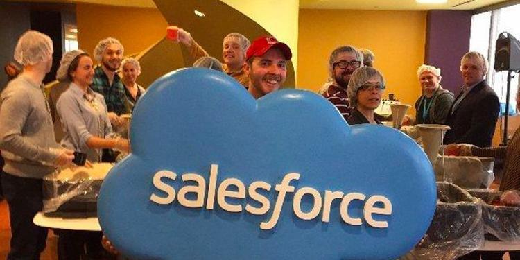 Salesforce: Nhân viên Salesforce nhận được sáu ngày nghỉ làm để làm tình nguyện nhưng vẫn được trả lương mỗi năm. Bên cạnh đó họ cũng nhận được 1.000 USD mỗi năm để quyên góp cho các quỹ từ thiện tuỳ chọn lựa.