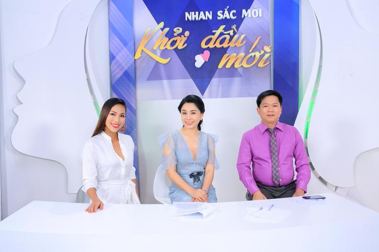 Các khách mời trong chương trình: ca sĩ Khánh Ngọc, MC Anh Thơ, TS.BS Nguyễn Phan Tú Dung đồng cảm và cùng lắng nghe câu chuyện của Thúy Viên.