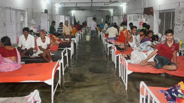 Các nhà chức trách tuyên bố họ bất lực trước tình trạng ngập lụt tại bệnh viện khi mưa lớn diễn ra. Đây không phải là lần đầu tiên bệnh viện bị ngập mà tình trạng này đã xảy ra nhiều năm.