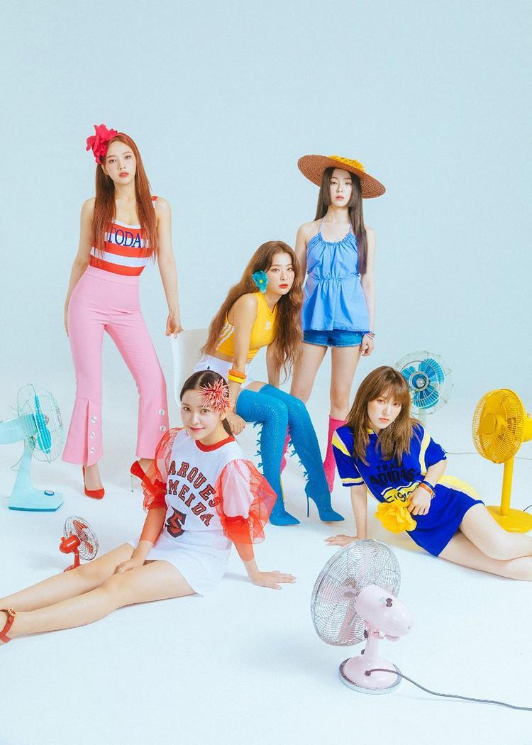 Ai có thể nghĩ ra những đôi bông tai và phụ kiện độc đáo như Red Velvet?