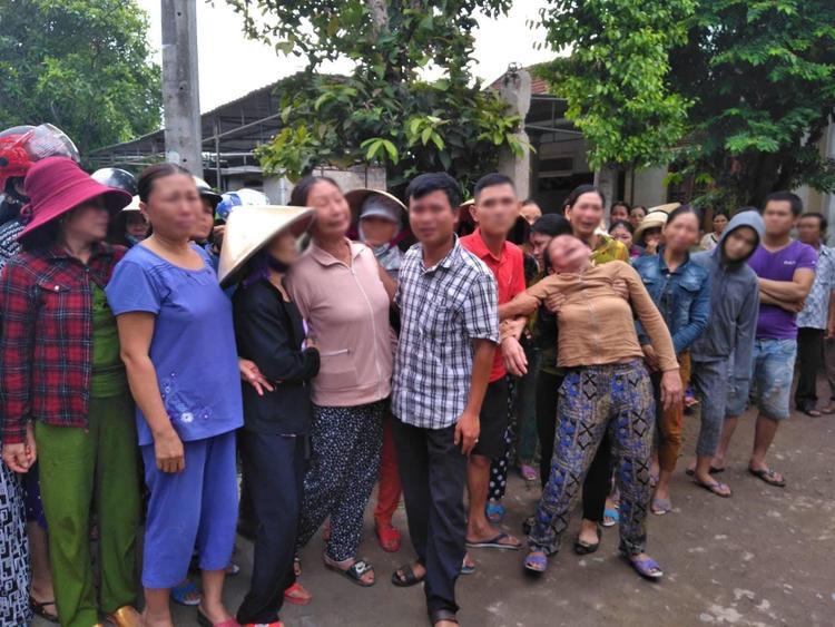 Người nhà đã khóc ngất khi vừa nhận được tin báo ở quê nhà. 13/17 người đều tử vong tại chỗ.