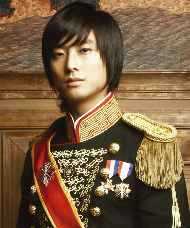 """Chàng """"thái tử quốc dân"""" của Hoàng Cungtừng tạo nên 'cơn sốt"""" toàn châu Á vào năm 2006…"""
