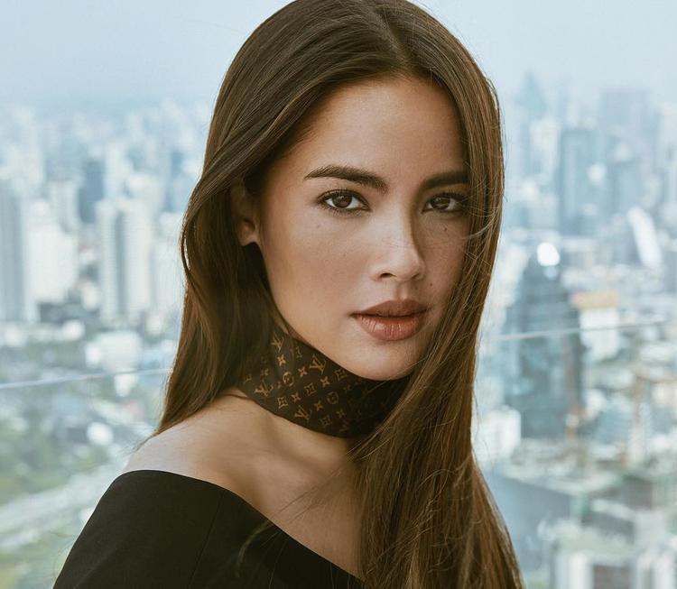 Xinh đẹp và tài năng, cô còn đoạt rất nhiều giải thưởng cho hạng mục nữ diễn viên chính xuất sắc nhất.