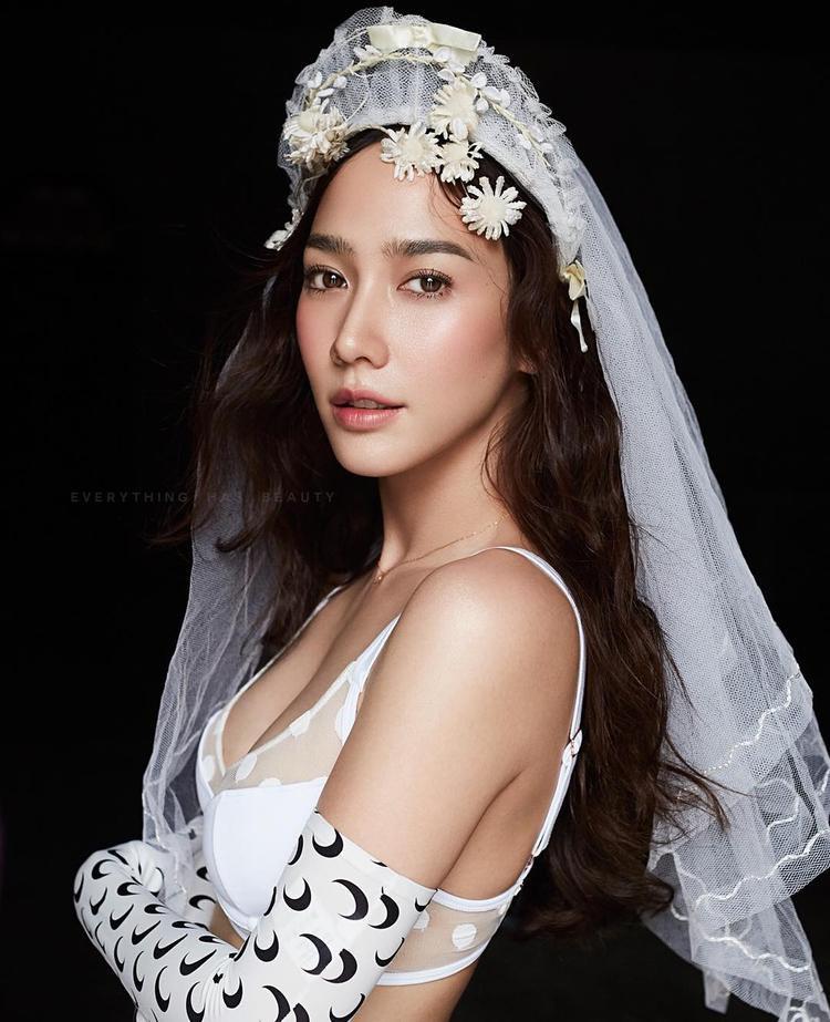 Nữ hoàng giải trí Thái Lan xuất sắc vượt qua nhiều người đẹp khác để dẫn đầu trong danh sách.