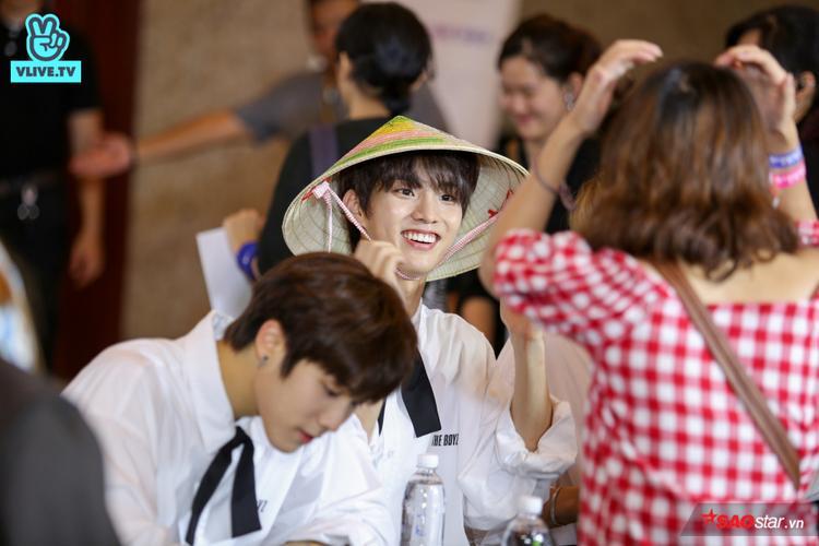 Đây là một trong những món quà ưa thích mà người hâm mộ Việt Nam thường dành tặng cho các sao quốc tế.