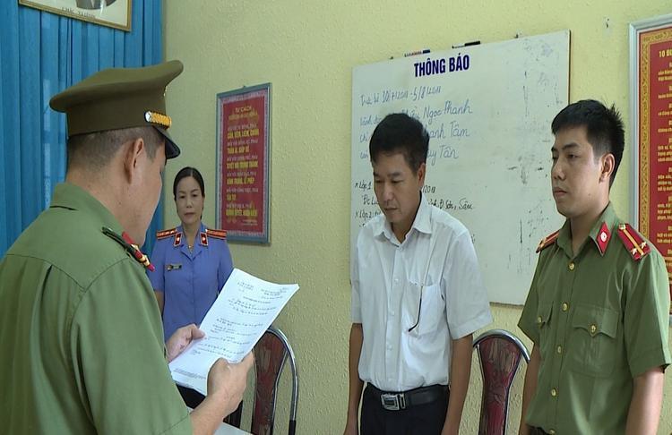 Ông Trần Xuân Yến nhận lệnh khởi tố bị can.