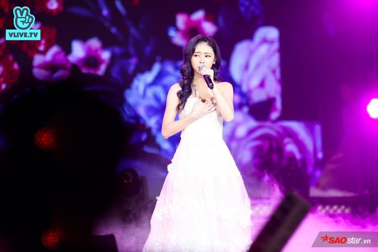 Thủ lĩnh girlgroup LIME - Liz hóa thành cô công chúa trong sân khấu solo bài hátPhải thật hạnh phúc.