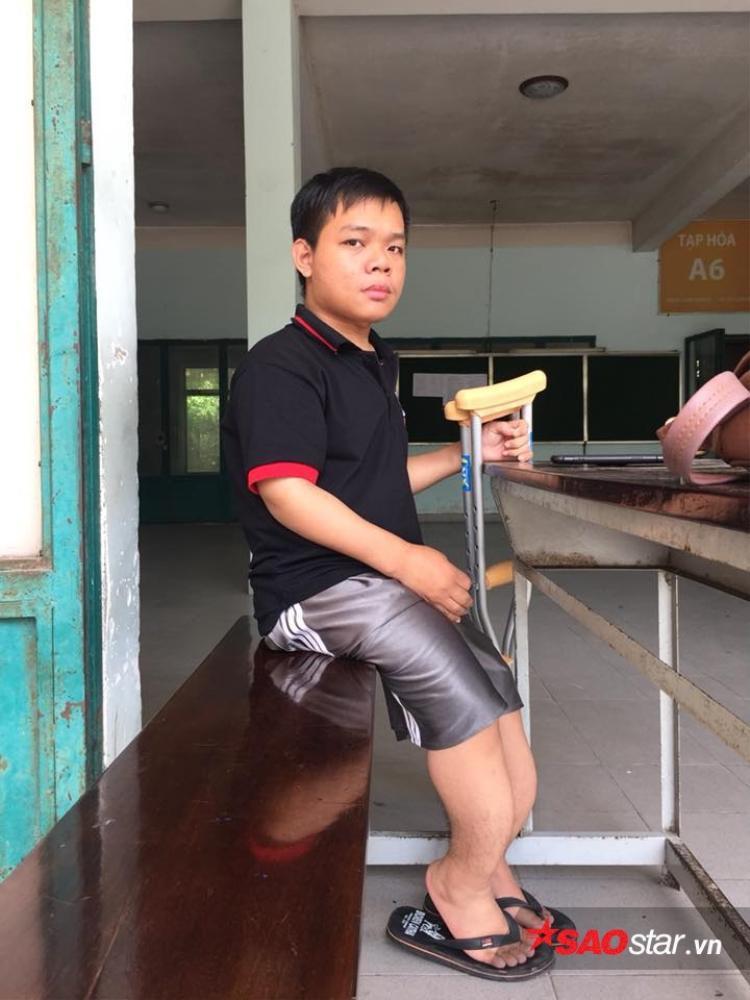 Chàng sinh viên mắc bệnh xương thủy tinh Nguyễn Hoàng Quân.