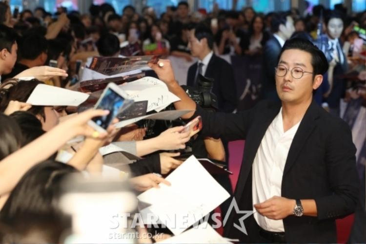 """""""Thần chết"""" Ha Jung Woo lạnh lùng nhưng có rất nhiều mặt đáng yêu đấy nhé!"""