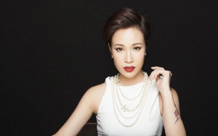 Ca sĩ Uyên Linh…