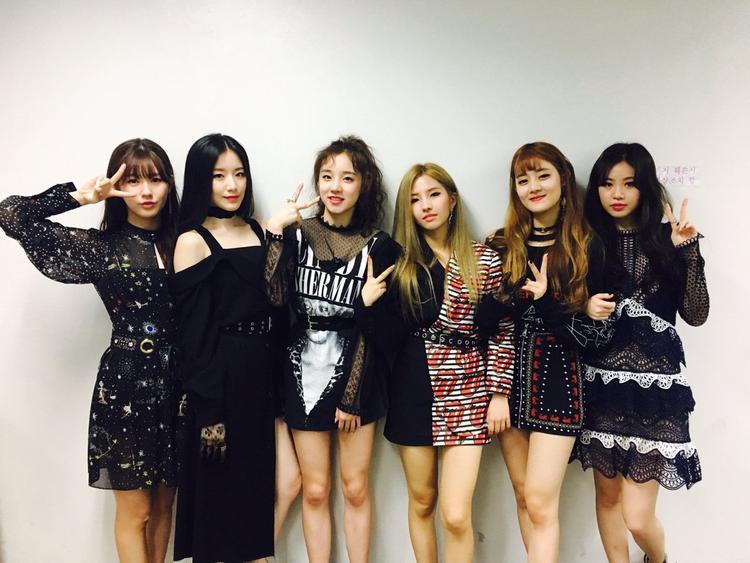 Hôm qua (1/8), (G)I-DLE thông báo sẽ comeback vào giữa tháng 8. Sản phẩm đầu tay của nhóm là Latata đã rất thành công, thu về 3 chiếc cúp âm nhạc nên fan đang mong chờ xem những cô nàng nhà CUBE sẽ làm được gì trong lần này.