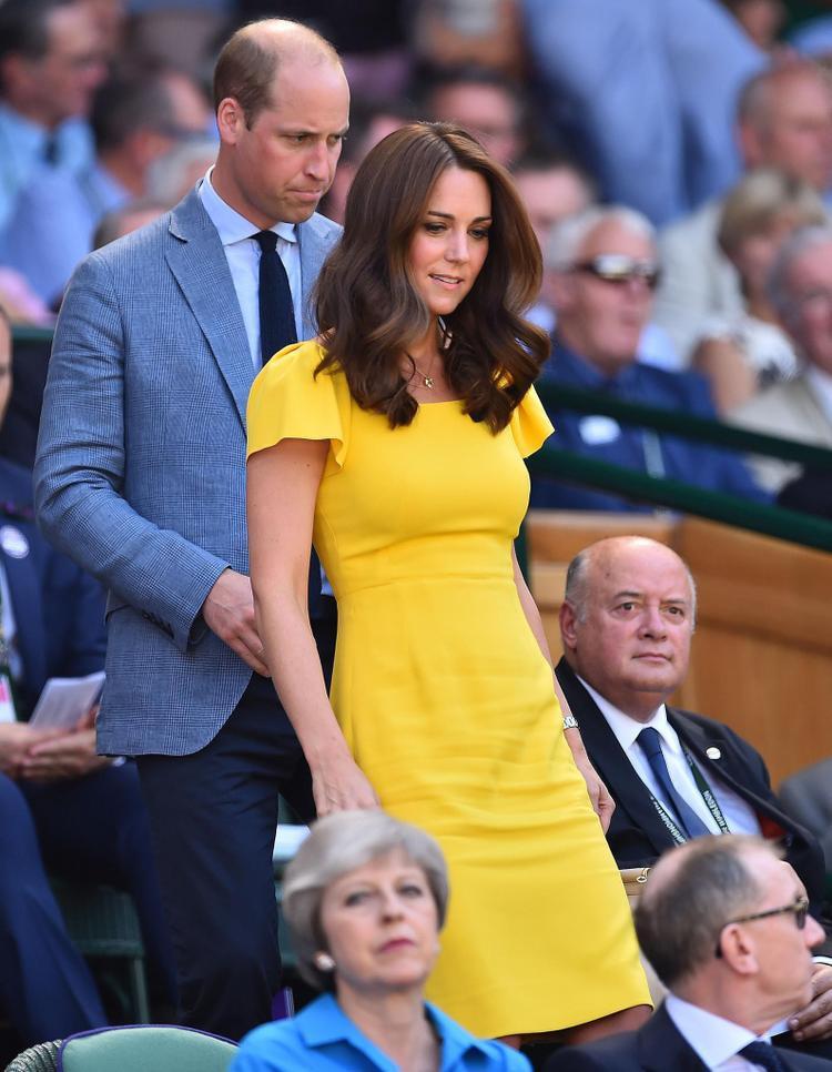 Tại buổi chung kết Wimbledon mới đây, Công nương Kate chọn diện mẫu váy vàng rực rỡ của Dolce&Gabbana.